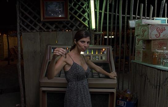 """Maribel Verdú baila la canción """"Si no te hubieras ido"""" de Marco Antonio Solís en una de las escenas más emblemáticas del filme."""