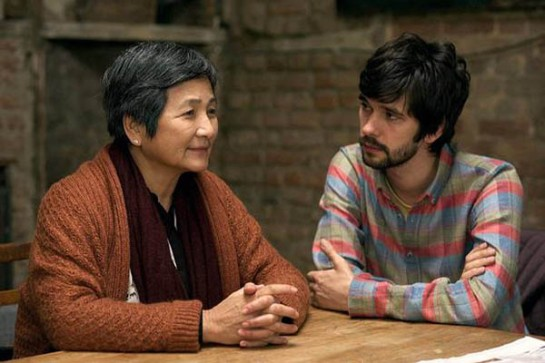 Pei-pei Cheng y Whishaw logran que sus personaje superen las barreras del idioma, la cultura y los prejuicios