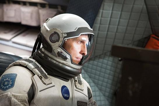 Matthew McConaughey interpreta al piloto Joseph Cooper, líder de la travesía espacial.